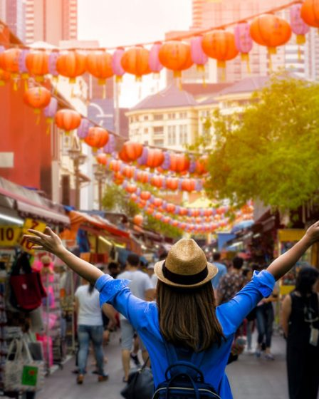 Photo d'une femme dans un marché d'Asie